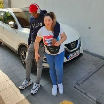 Patapaa's 'Obroni' Girlfriend Spotted With Another Man Just After Dumping Patapeezy. 7