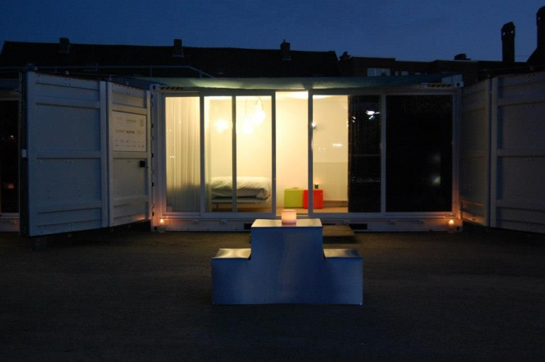sleeping-around-container-hotel-39