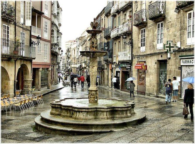 800px-Praza_do_Ferro_(Ourense)