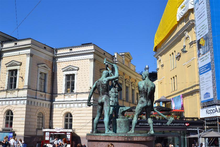 Plaza de los Tres Herreros, Helsinki, Finlandia