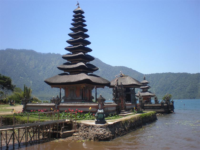 Diario Bali (Indonesia) – Septiembre 2011: Día 5: Brahma Vihara Arama, Candikuning, Cataratas Git Git, Danau Buyan, Ulun Danu Beratan, Taman Ayun, Tanah Lot