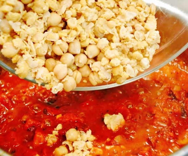 Chickpeas and sauce