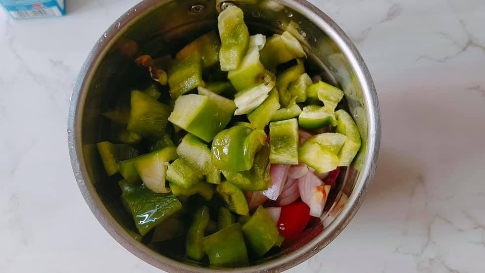 Paneer capsicum in tomato gravy
