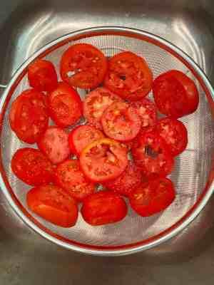 Tomato-Pie-drain-tomatoes
