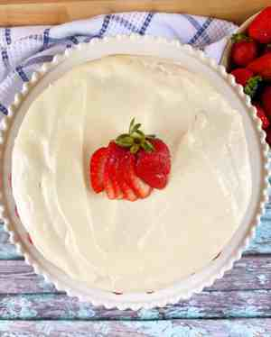 Strawberry-Cake-flat-lay