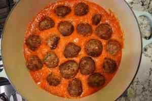 cook-meatballs-in-sauce