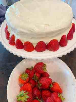 strawberry-decoration-on-cake