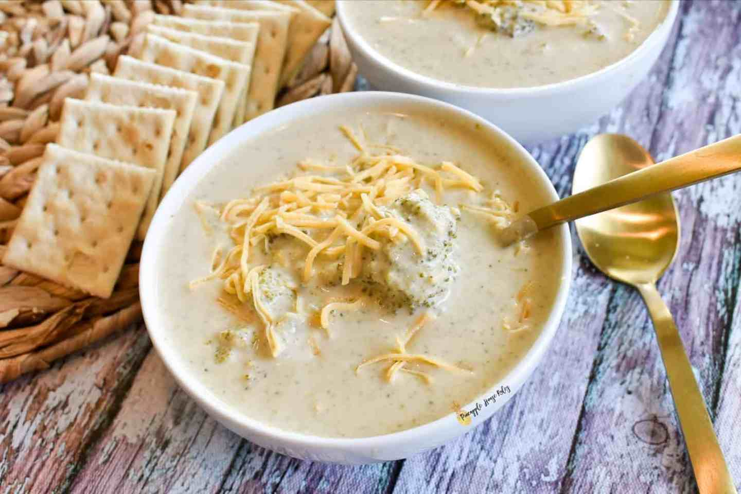 easy slow cooker broccoli cheese soup