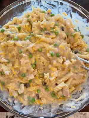 mix tuna noodle casserole together