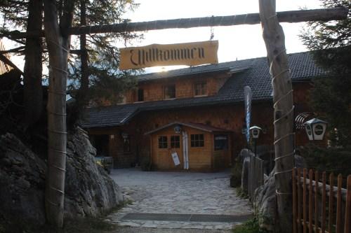 Der Eingangsbereich der Dolomitenhütte in Osttirol