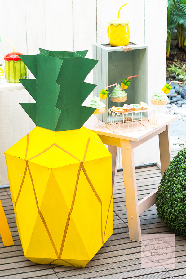 Large 3D Pineapple by Party Deco