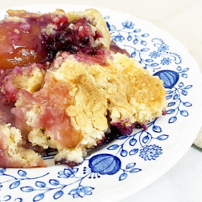 Easy Berry Peach Dump Cake Recipe