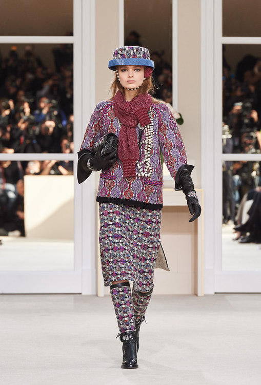 CHANEL 2016-17FW photo by http://www.chanel.com/