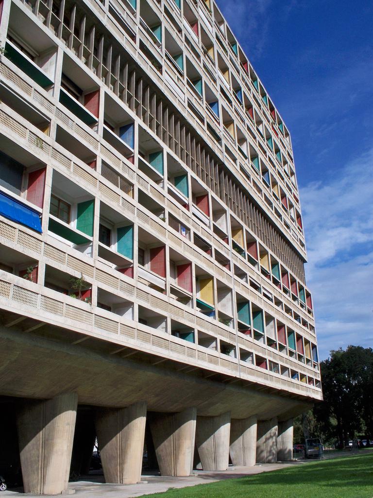 Unidad de habitación de Marsella. Le Corbusier. Imagen vía: ADEUPa Brest (Flickr)