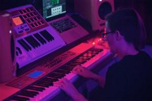 gHyp:See sitting at the keys at Pinetop Recording Studio