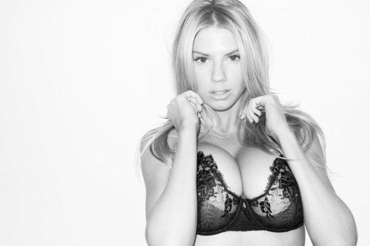 Грудастая модель Charlotte McKinney