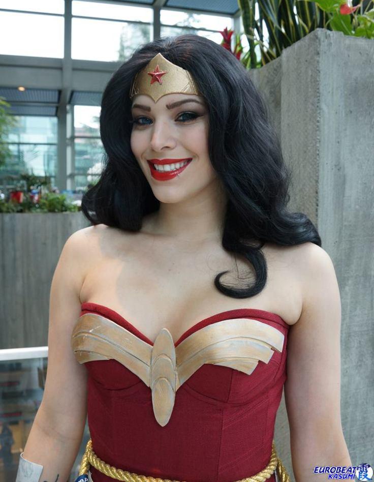 Wonder Woman vs Miss Sinister (1)