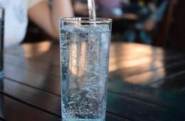 5 Τρόποι να Αντικαταστήσετε την Καθημερινή πρόσληψη Νερού