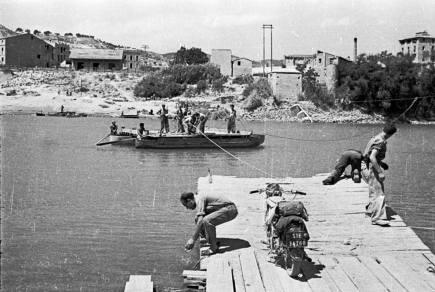 archivo-historico-pce-pasarelas-en-el-ebro