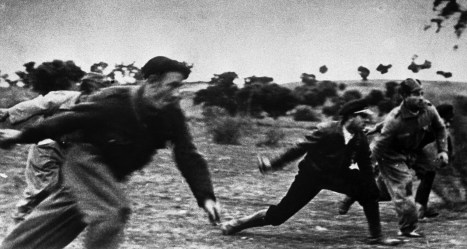 SPAIN. Battle of the Ebro river (July 25th to August 3rd 1938). Contact email: New York : photography@magnumphotos.com Paris : magnum@magnumphotos.fr London : magnum@magnumphotos.co.uk Tokyo : tokyo@magnumphotos.co.jp Contact phones: New York : +1 212 929 6000 Paris: + 33 1 53 42 50 00 London: + 44 20 7490 1771 Tokyo: + 81 3 3219 0771 Image URL: http://www.magnumphotos.com/Archive/C.aspx?VP3=ViewBox_VPage&IID=2S5RYDYE261H&CT=Image&IT=ZoomImage01_VForm