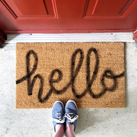 DIY Hand Lettered Doormat - Pink Bows & Twinkle Toes