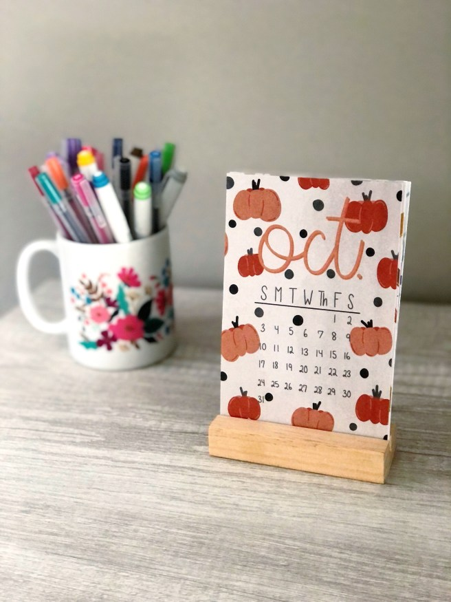 October 2021 Desktop Calendar - Pink Bows & Twinkle Toes