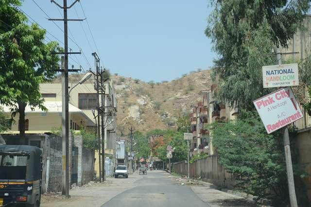Kale_Hanuman_Ji-Amer-Road