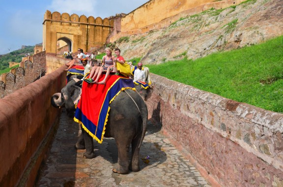 Jaipur-Amber-Fort-elephant-ride-576×382