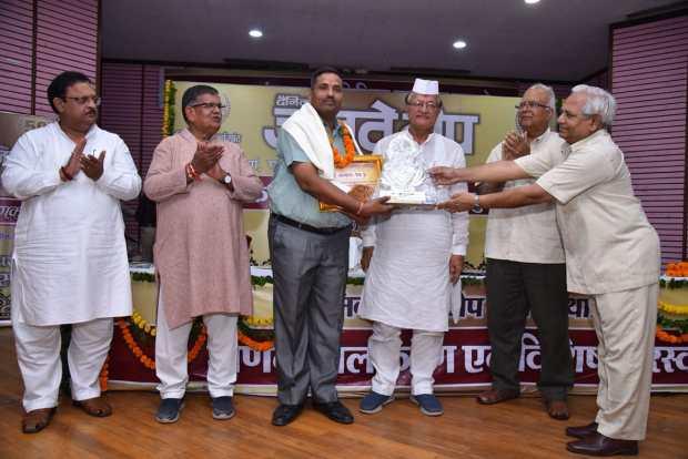 Ramesh Rawat received Manak ornamentation