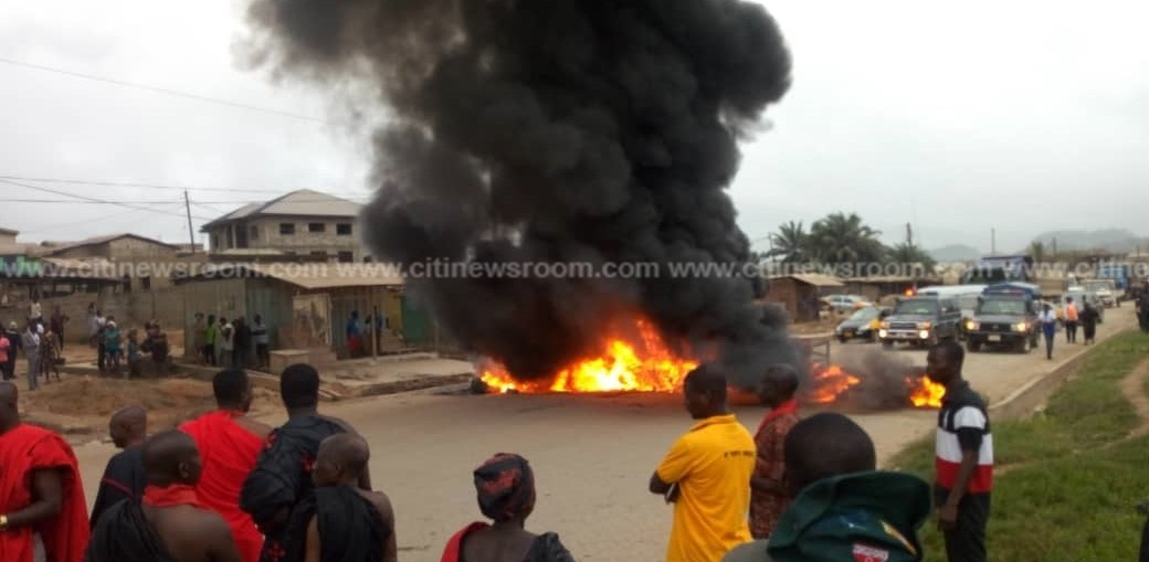Tarkwa residents block traffic in protest over bad roads