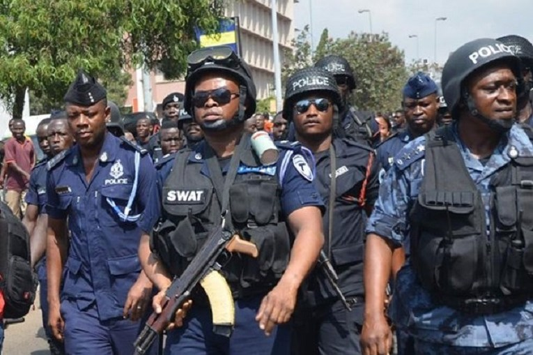 Police mount search for kidnappers of Canadian citizens