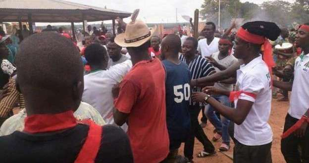 NDC, NPP supporters fight with beer bottles at Jamestown [Video]