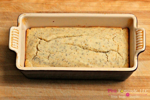 Lemon Poppy Seed Bread with Gluten Free and Vegan Options by coconutheadsurvivalguide.com #essentialoils