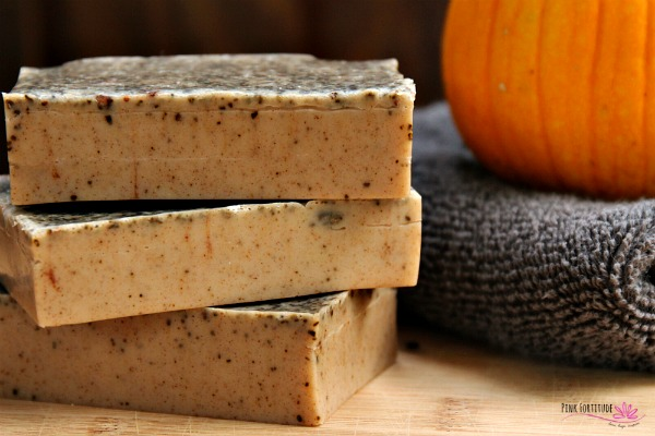 This pumpkin spice latte soap is perfect for fall! The #PSL is super easy to make, it smells AH-MAZING, and the coffee grounds provide a little exfoliant. It's perfect for your Thanksgiving guests, a hostess gift, teacher or neighbor present, and of course to use in every bathroom in your home. It's all natural and does not contain lye. Let's make the DIY... #PSL #pumpkinspice #soap #allnatural #pinkfortitude