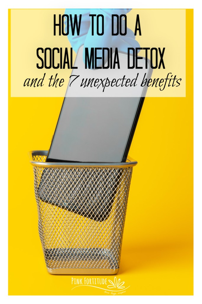 Are you thinking about doing a social media detox? There are many benefits to being offline, and it's not as difficult as you think! Keep reading to learn what is a social media detox, what are the benefits, and 7 easy steps to get you started.