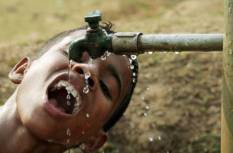 પીવાના પાણી જેમને નસીબ નથી થતાં એ લોકોની હાલત જોઇને પાણીના વેડફાટવાળી હોળી રાક્ષસી આનંદ લાગે.