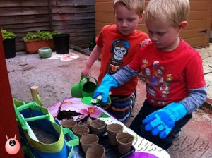 kids_sowing
