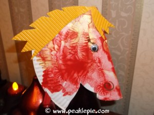 Paper plate horse