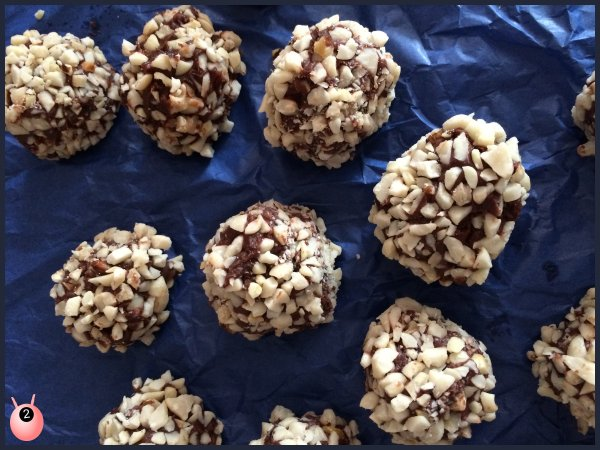 Chocolate Almond Truffles – Father's Day Gift