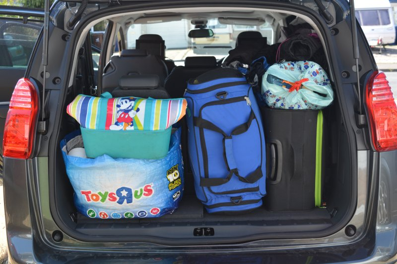 Peugeot 5008 packed boot with 6 passengers