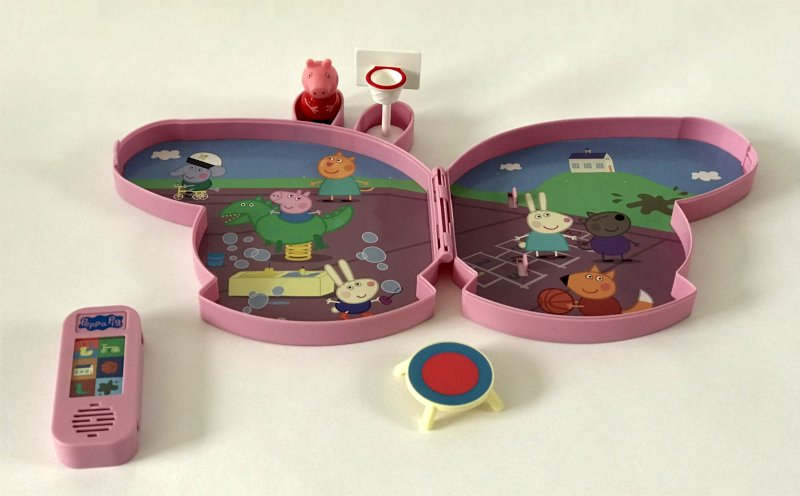 https://www.character-online.com/peppa-pig-pick-up-play-playground-play-set contents