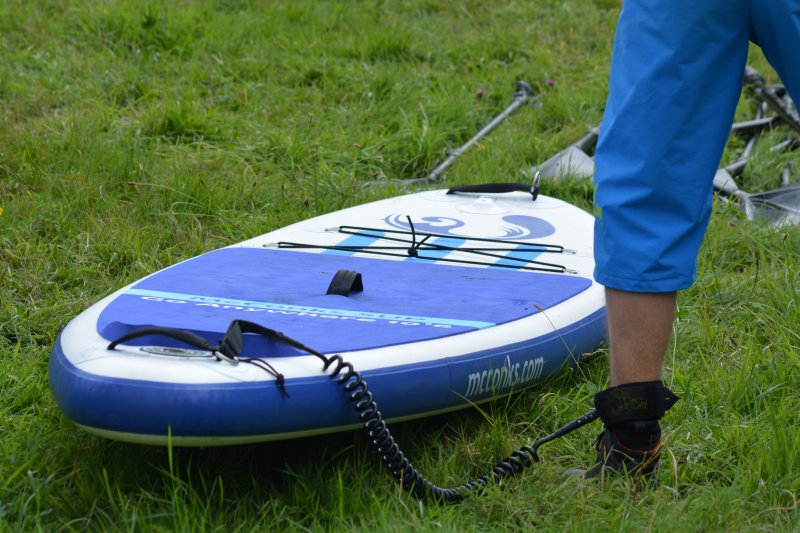 leg attached to stand-up paddle board