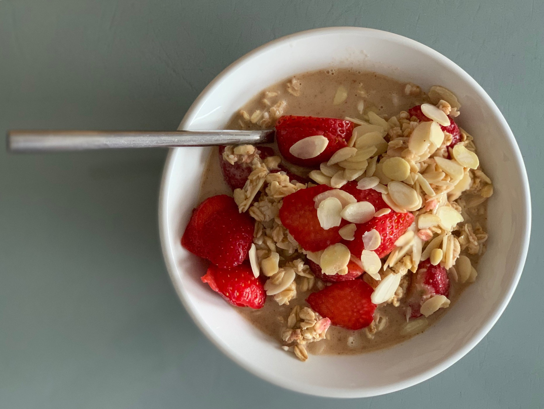 strawberry and almond milk oats suitable for vegans