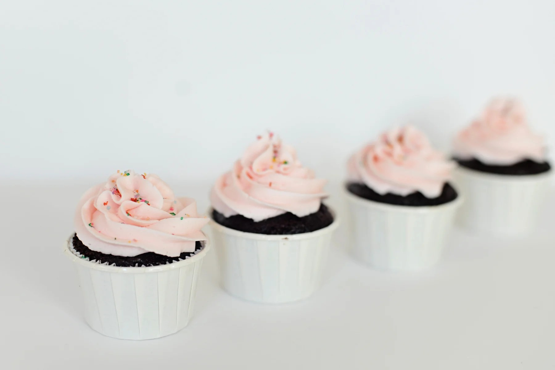 Sweets: How to Frost a Cupcake!
