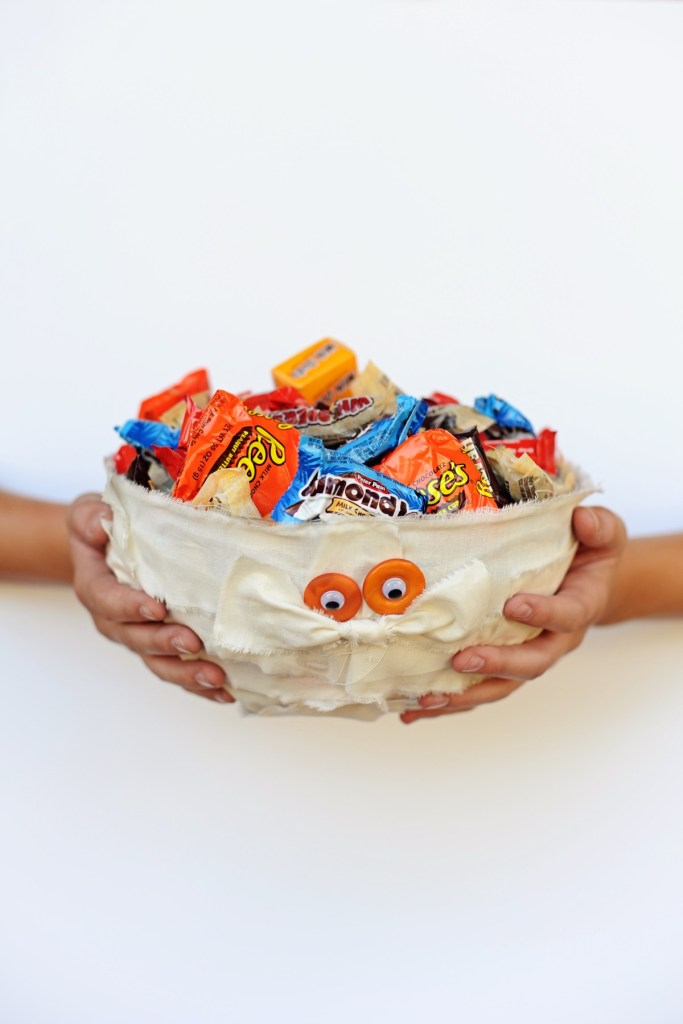 DIY Halloween Decorations Mummy Trick or Treat Bowl Craft