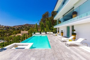 This is What an Incredibly Luxurious Hollywood Hills Home Looks Like