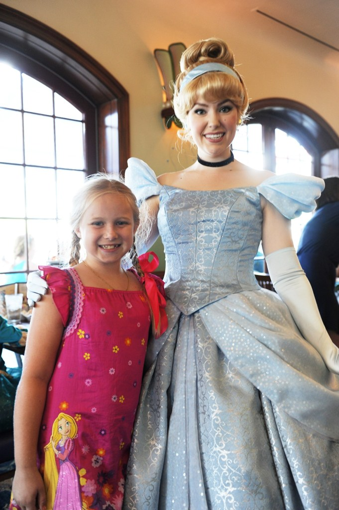 disneyland character dining at ariel's grotto