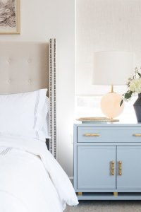 Choosing Nightstands for the Guest Room