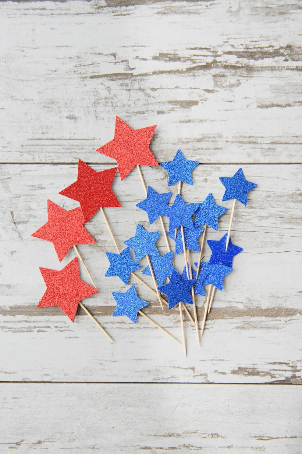 DIY glitter star cupcake toppers