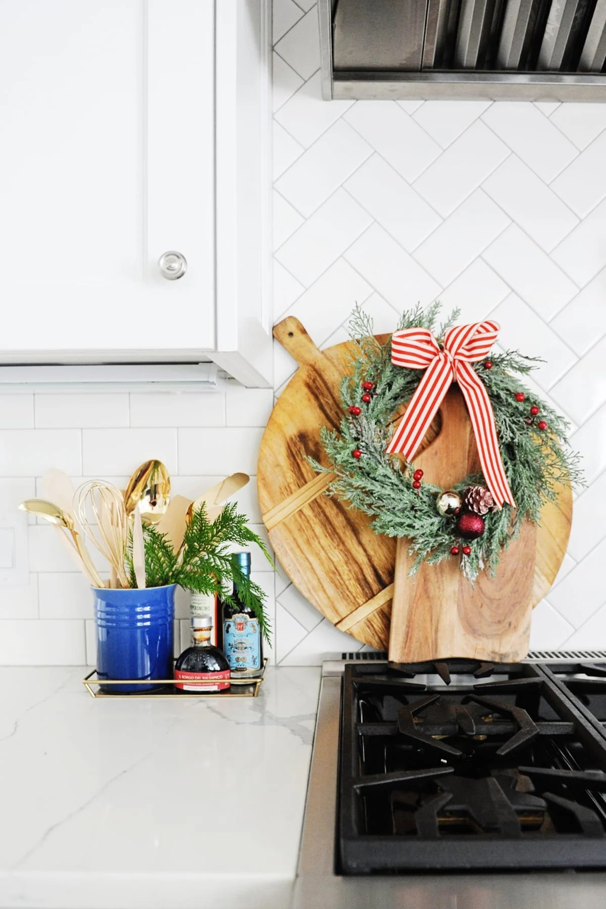 20 Beautiful Christmas Kitchen Decorating Ideas